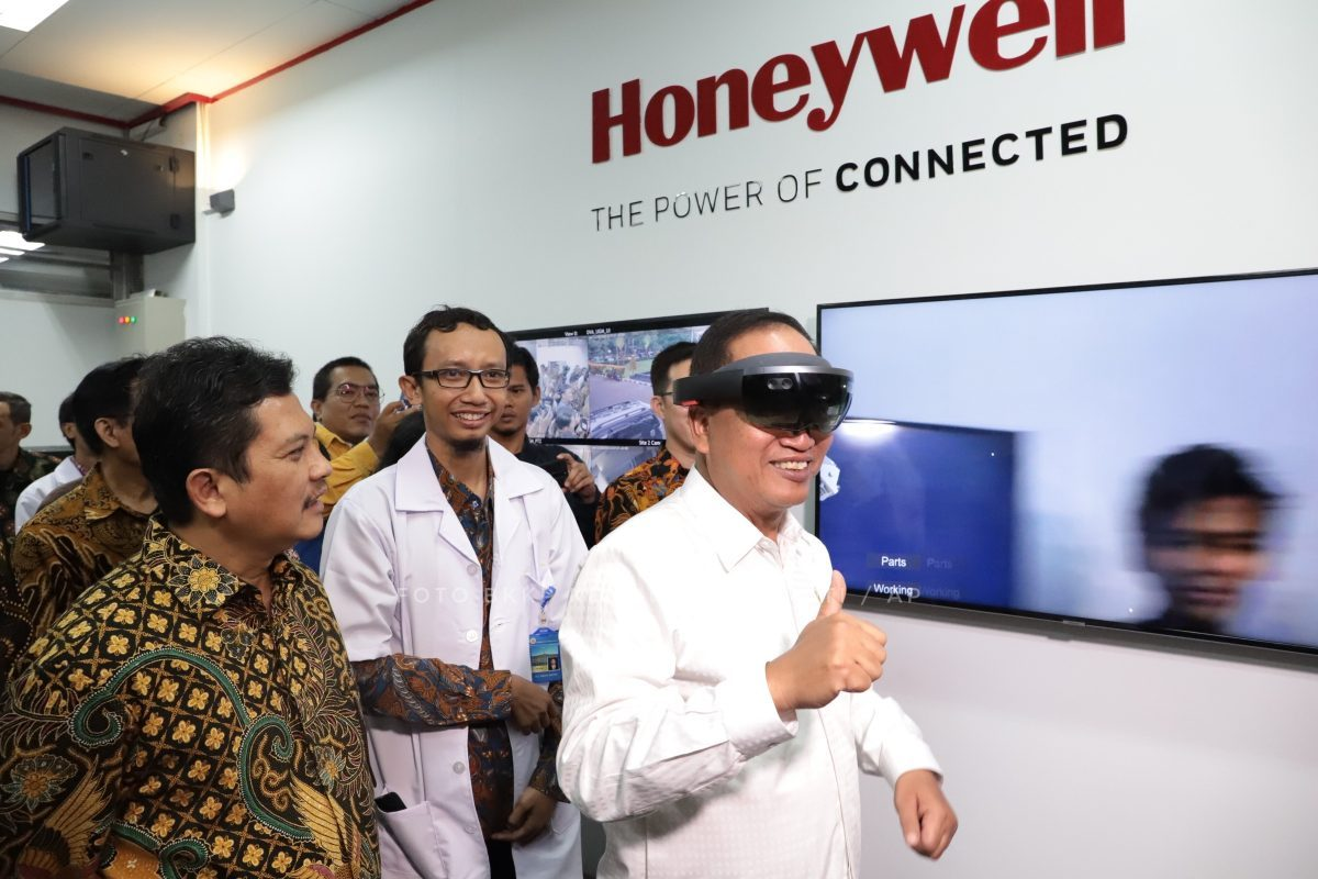 Research Minister Inaugurates Honeywell Laboratory at UGM, Three Astute Laboratories From Three Universities are Now Connected